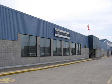 Building image of Vaudreuil-Dorion Service Canada Centre at 2555 Dutrisac Street in Vaudreuil-Dorion