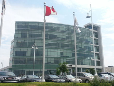 Building image of Pointe-Claire (Montréal) Service Canada Centre at 6500 Trans-Canada Highway in Pointe-Claire