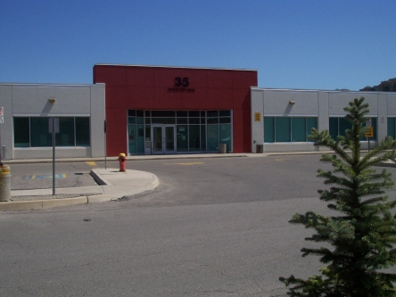 Building image of Richmond Hill Service Canada Centre at 35 Beresford Drive in Richmond Hill