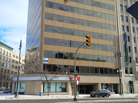 Photo de l'édifice du bureau Centre Service Canada de Winnipeg - Services de Passeport situé au 433, rue Main, suite 400 à Winnipeg